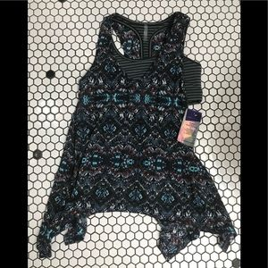 NWT threads 4 thought top size small